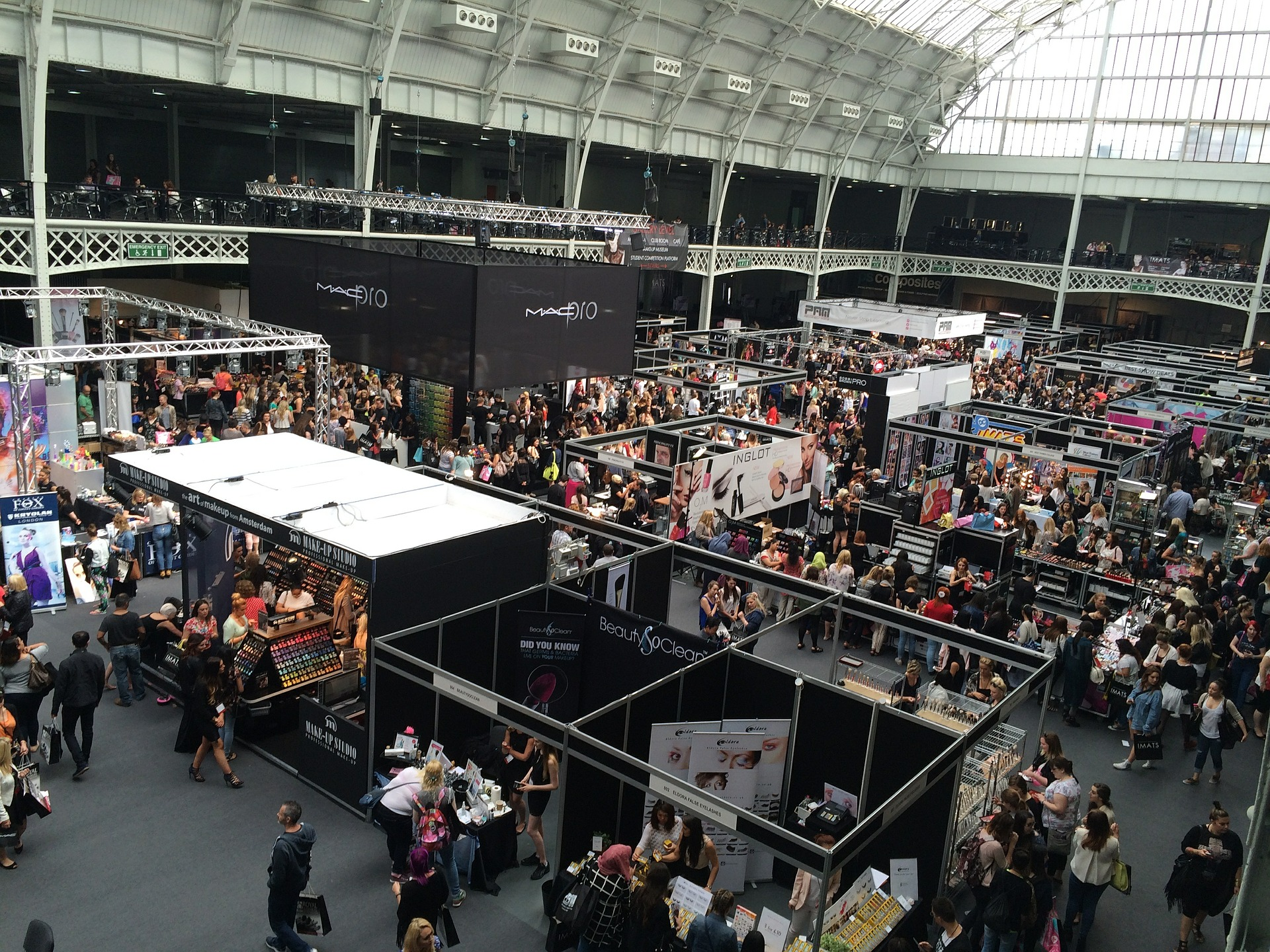 Trade show booth ideas for small budgets, Fun trade show booth ideas, How to attract a crowd to your stand, Interactive booth games, Creative trade show booth ideas